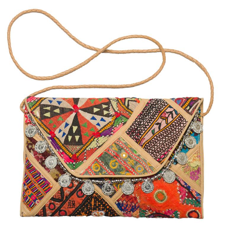 comprar clutch banjara en Madrid, patchwork, hecho a mano, bolsos banjara, India, producto artesanal, bolso artesanal, tribu banjara, telas antiguas, vestido banjara tradicional, bolsos,