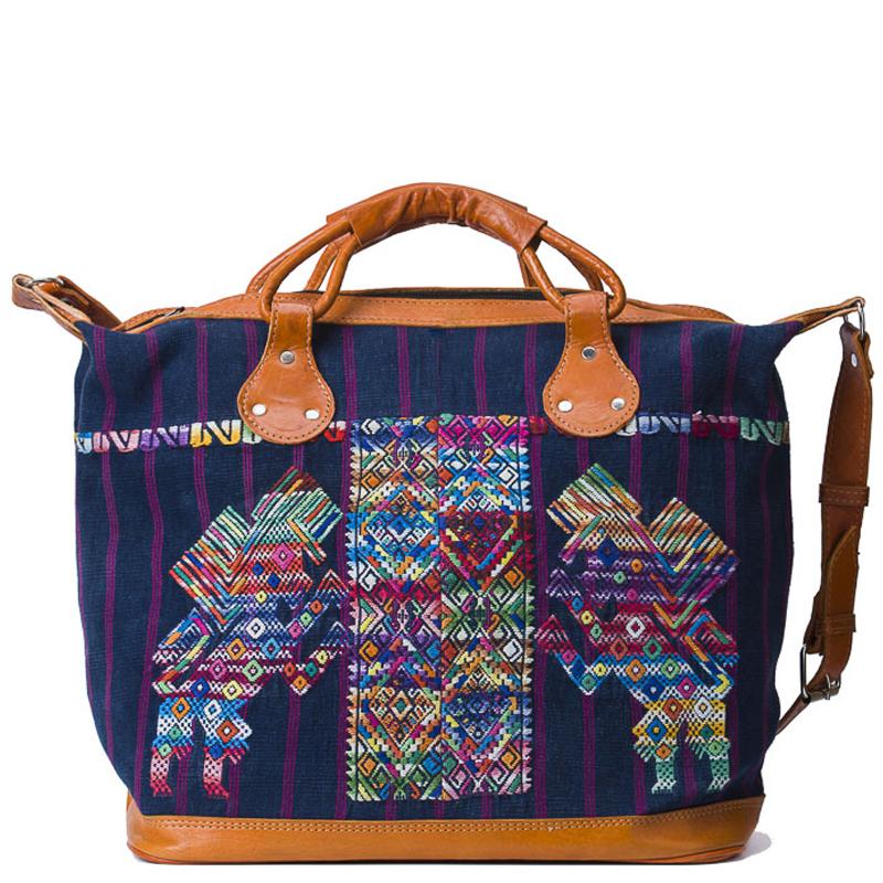 comprar weekend bag de telas huipil en Madrid, bolsa de viaje, huipil, mujeres maya, indigenenas, productos artesanos, bolsos hechos a mano, mano, telas de huipil, guatemala, bolso tribal, bohemio, bolsos etnicos